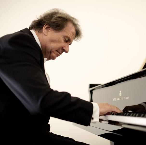 Rudolf Buchbinder . Pianist