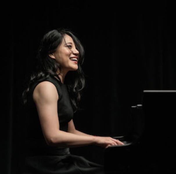 Zee Zee . Pianist