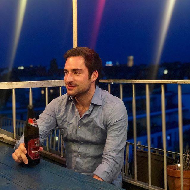 Himmel blau, Hemd blau, Tisch blau, ich nicht blau, weil #Alkoholfrei 🤦🏻♂️ #squadraazzurra 📸: Paul Hintermayer 🙏🏻