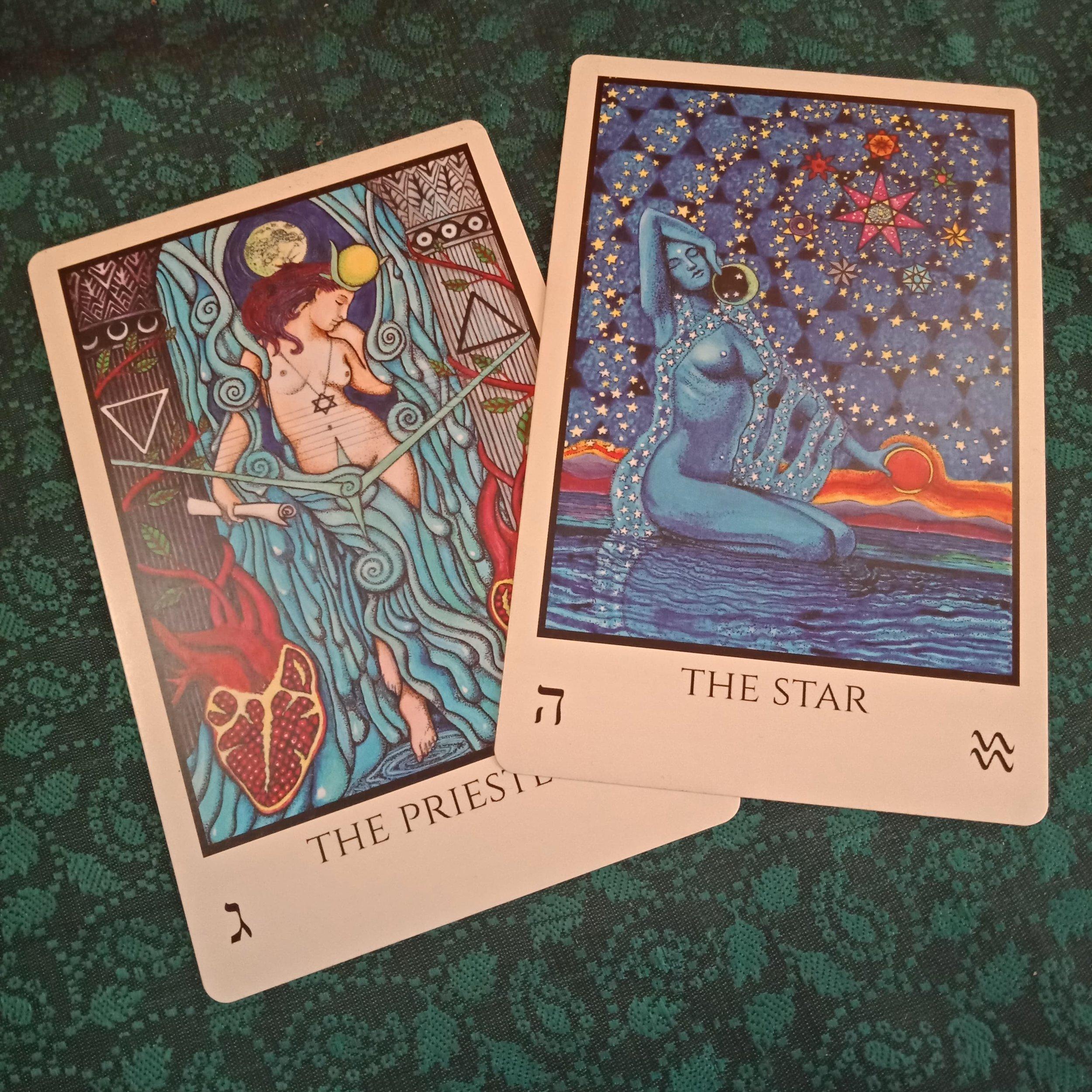 The priestess (The Moon) and The Star (Aquarius).  TABULA MUNDI COLORES ARCUS.