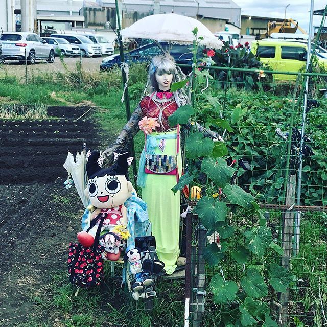 The #ladyofkomaki (whom, I now realise, I should have called queen of Komaki for alliterative purposes) has made some friends, with the girl from #sugakiya , #mickeymouse and #minniemouse joining her. I'm loving the fluorescence she's rocking. It's very new rave.
