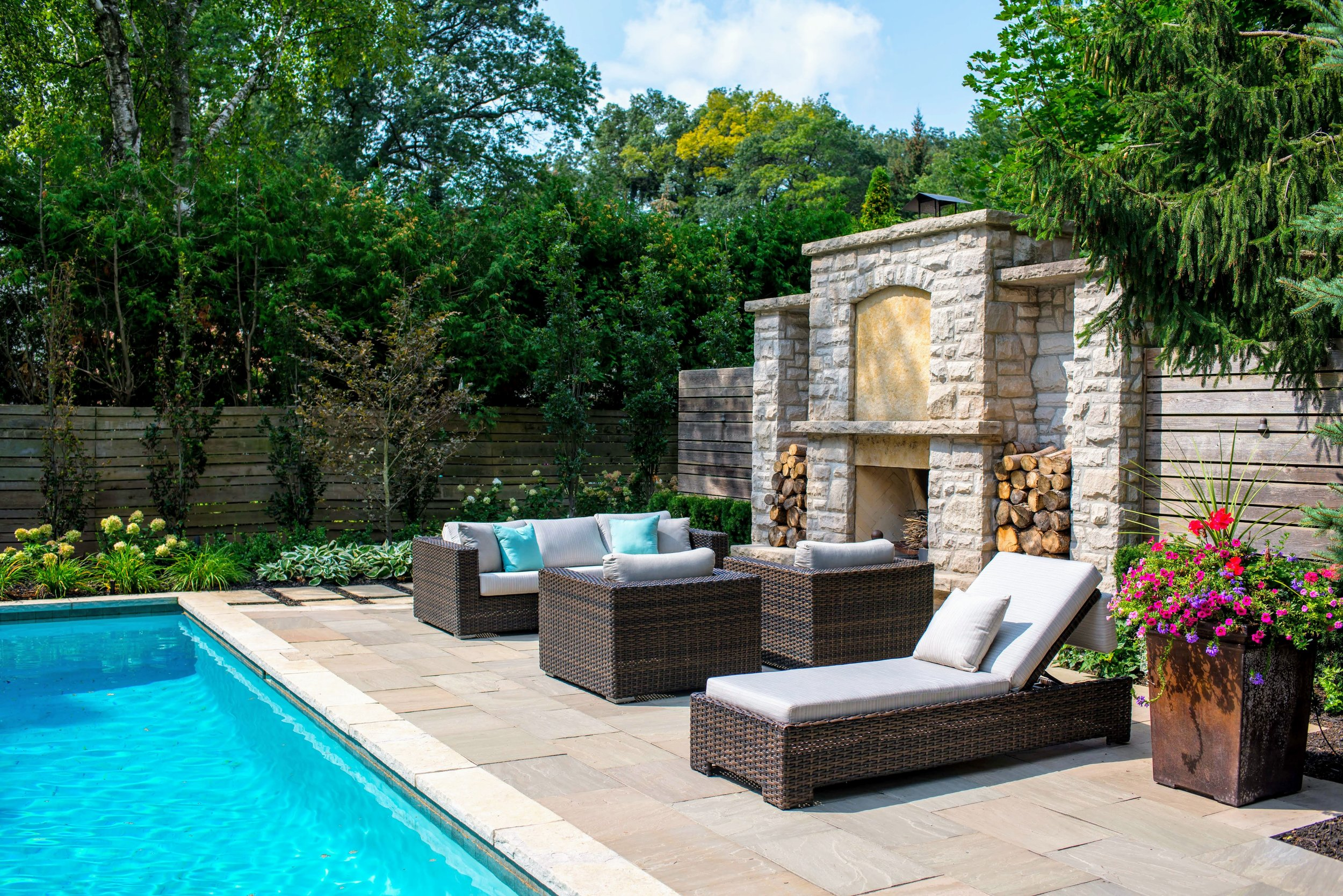Full-scale design and build. - Our award-winning team of specialists work with you from start to ensure your vision of an outdoor living space is created with accuracy and excellence.