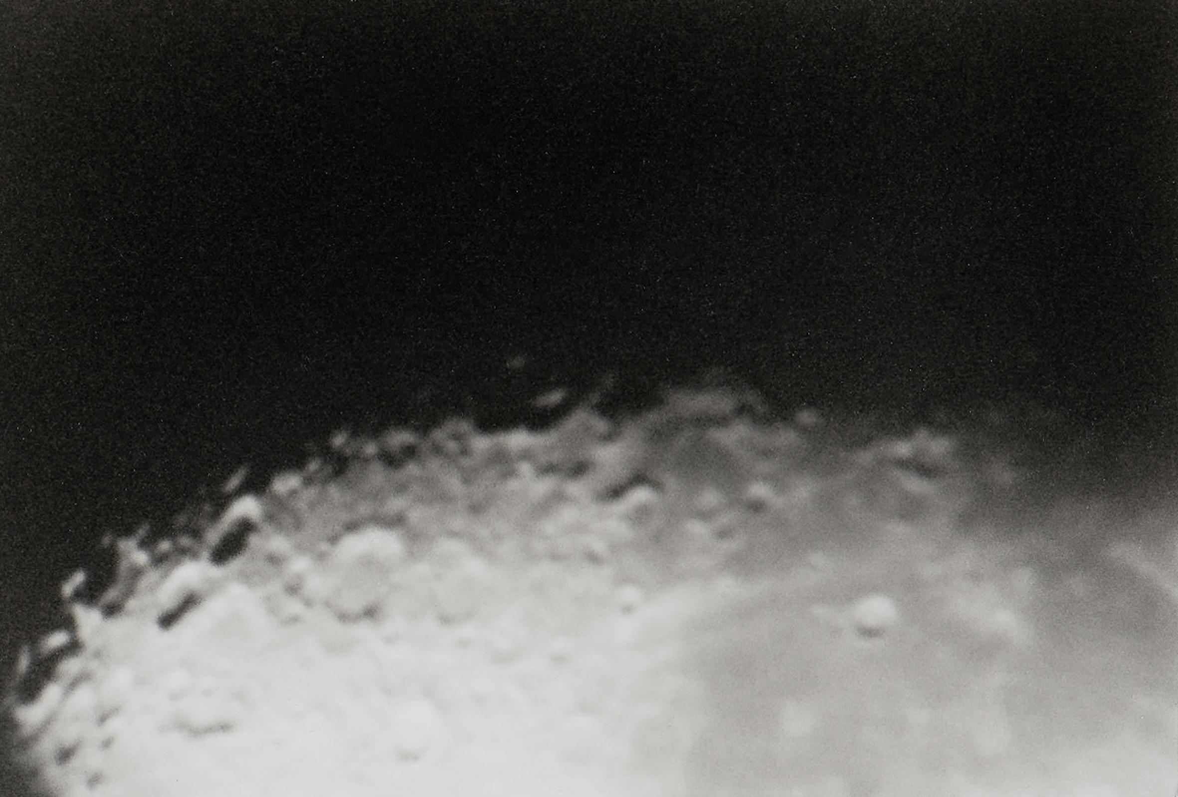 astroblème - «Astroblème» : Mot composé de ástron - « astre », et de blêma - « coup » ; désigne l'ensemble des traces laissées par l'impact d'une météorite ou d'un astéroïde sur Terre.