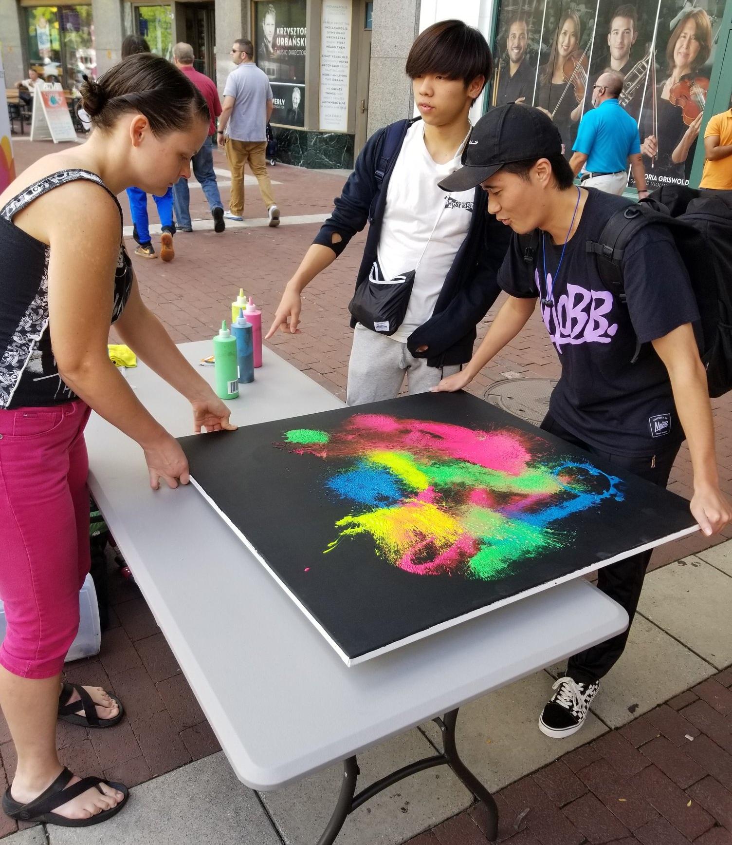 the da Vinci pursuit, people outside looking at art