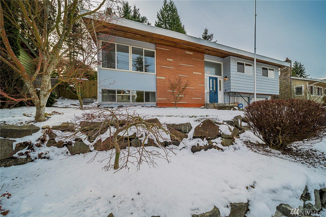 SOLD - EDMONDS MId-CENTURY MODERN