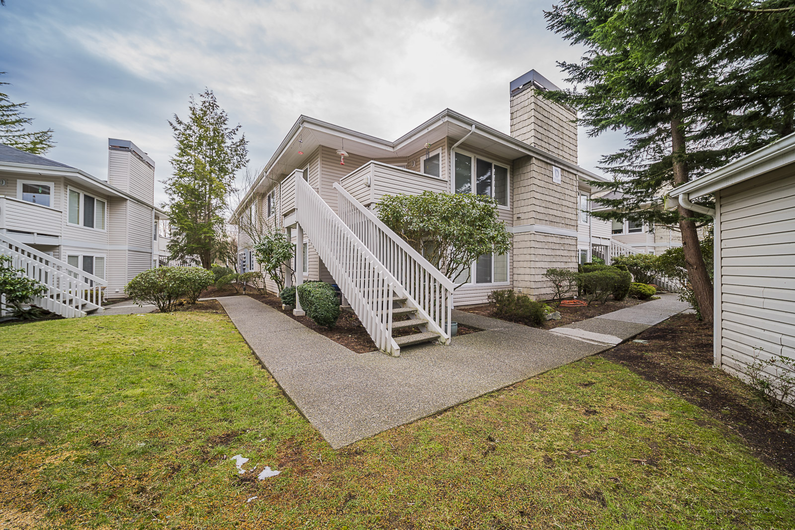 One of only four 3 bedroom condos in Snohomish county under $250k! And THE biggest! -
