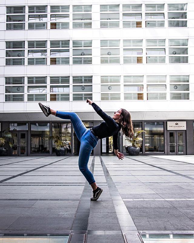 @bettyaroundtheworld_ und ich waren heute in der Stadt unterwegs für Tanzbilder! 😻 #dance #photography #reviewedbypaul #berlin #dancing
