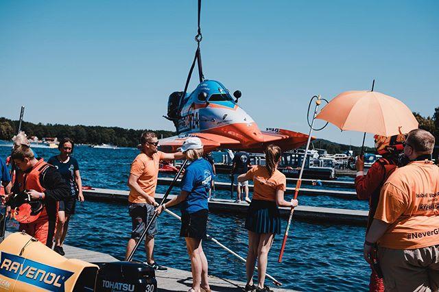 Mini Flugzeuge auf dem Wasser #isabellweberracing #lucaweber #kfzteile24 @lucamaxweber @isii_xo