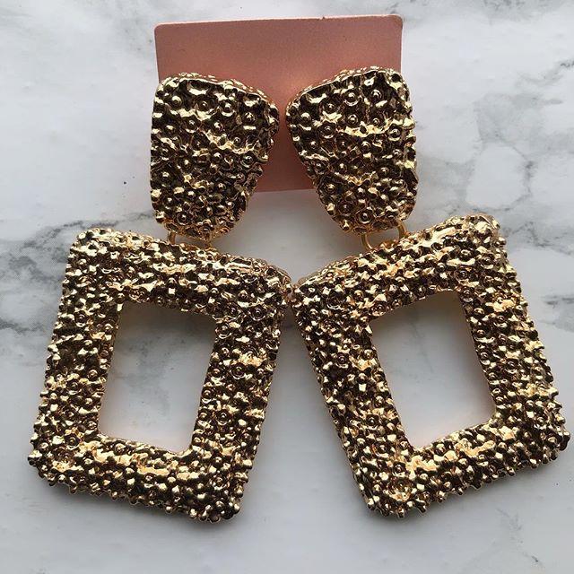 Hello Roxy ✨ - Staple Gold Statement Earrings 😍 #earrings #ladiesjewelry #razzletassel #londonfashion #statementearrings #chunkyearrings