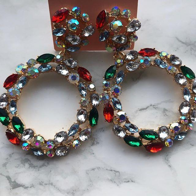 "Say hello to ""REIGN"" 🧚🏿♂️💚 #razzletassel #londonfashion #earrings #ladiesjewelry #chunkyearrings #diamondearings"