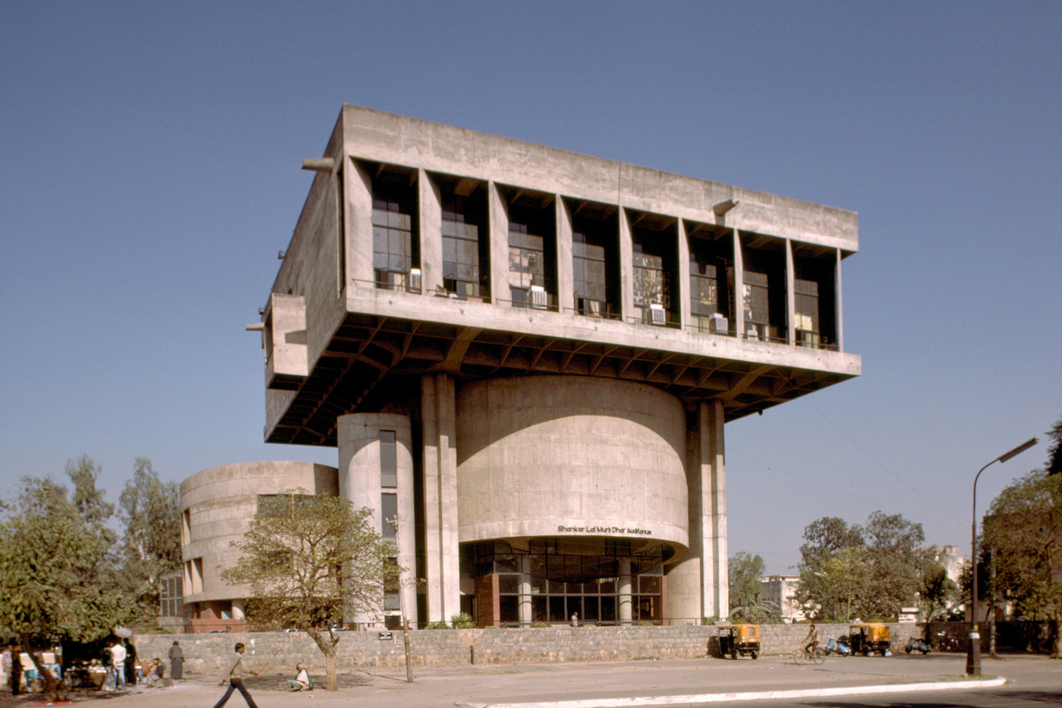 Shri Ram Centre for Performing Arts - (1972, Shiv Nath Prasad)© MIT, photograph by Peter Serenyi.