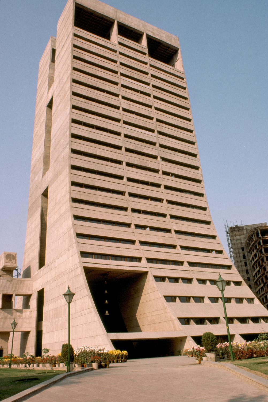 NDMC Building (Palika Kendra) - (1983, Kuldip Singh)© MIT, photograph by Peter Serenyi.