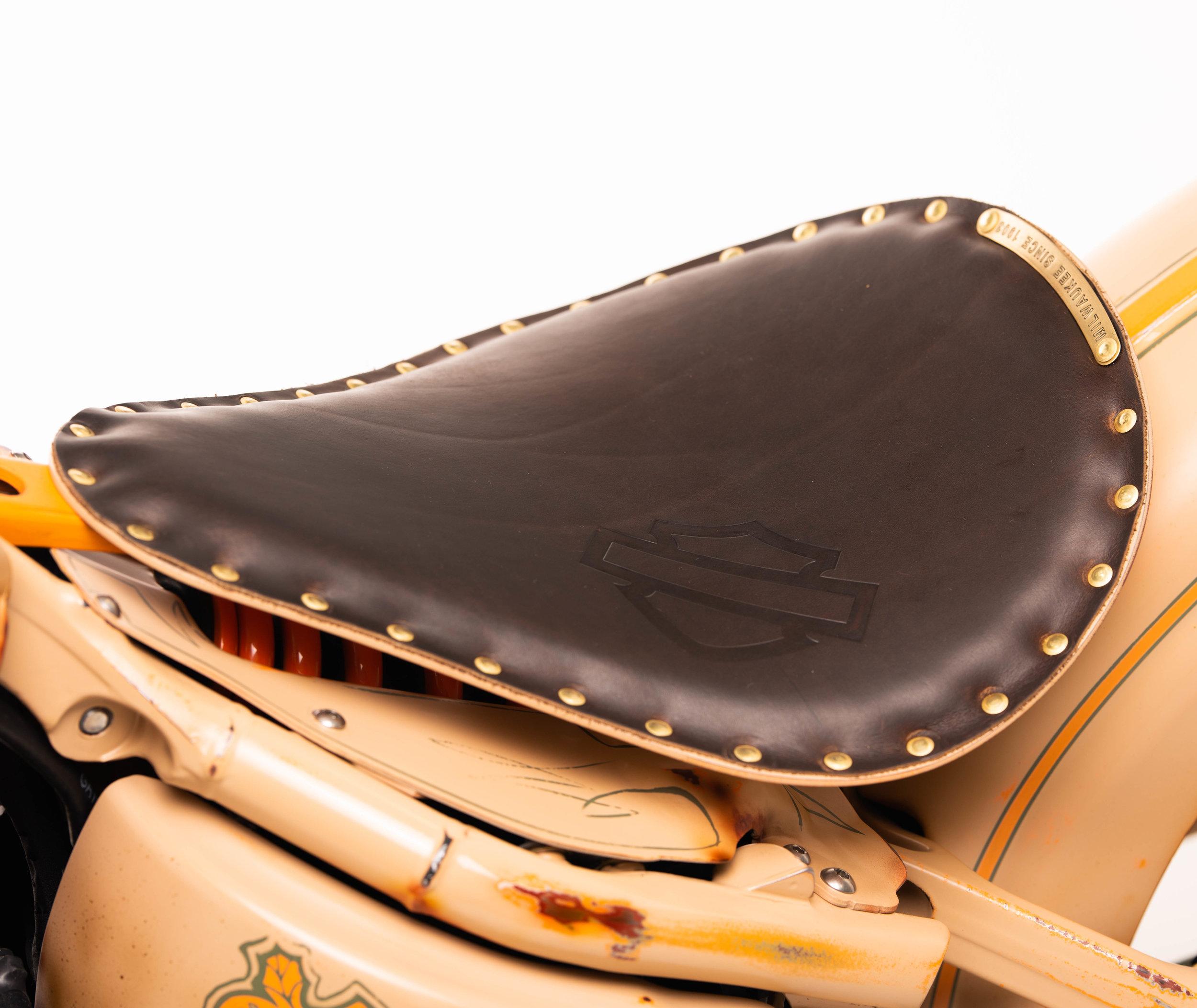 Harley-Davidson Bobber Solo Saddle - Part No. 52000381