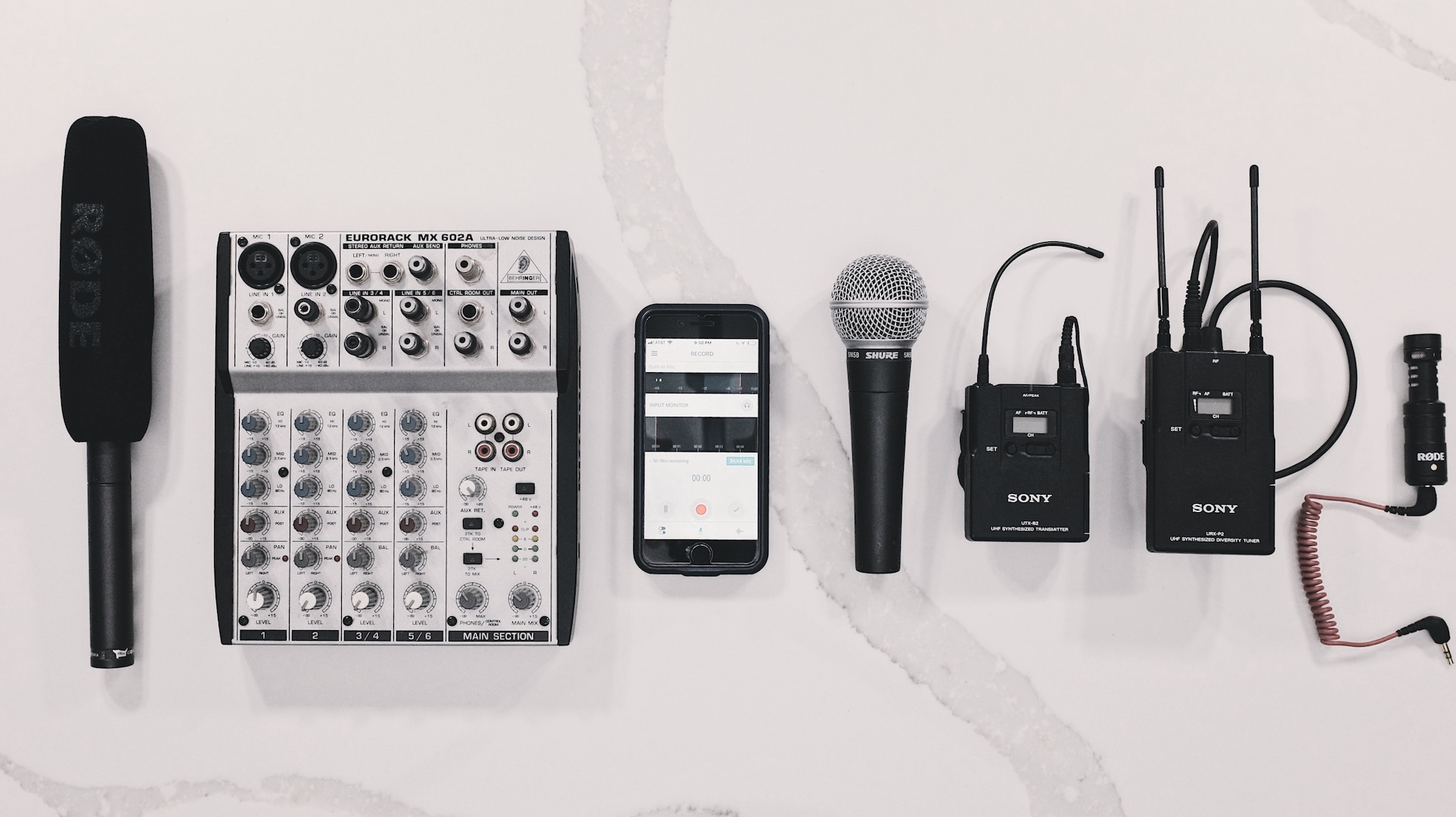 Connect+any+professional+microphone+to+an+iPhone.jpg
