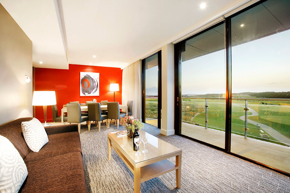 Deluxe-View-Suite-Peppers-The-Sands.jpg