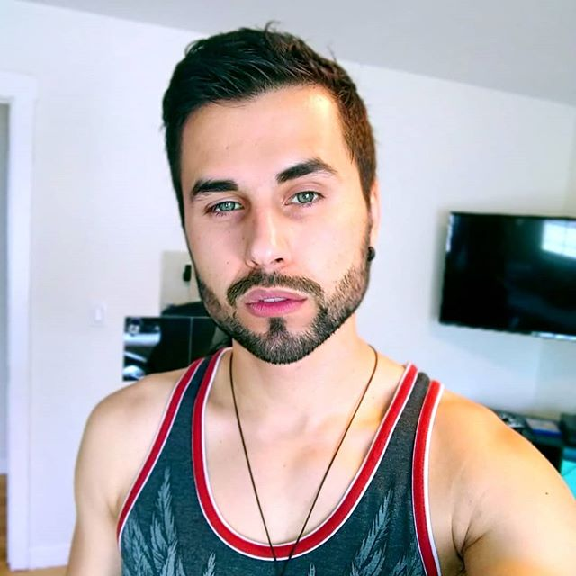 What do y'all think; should I grow a beard or nah? 😏