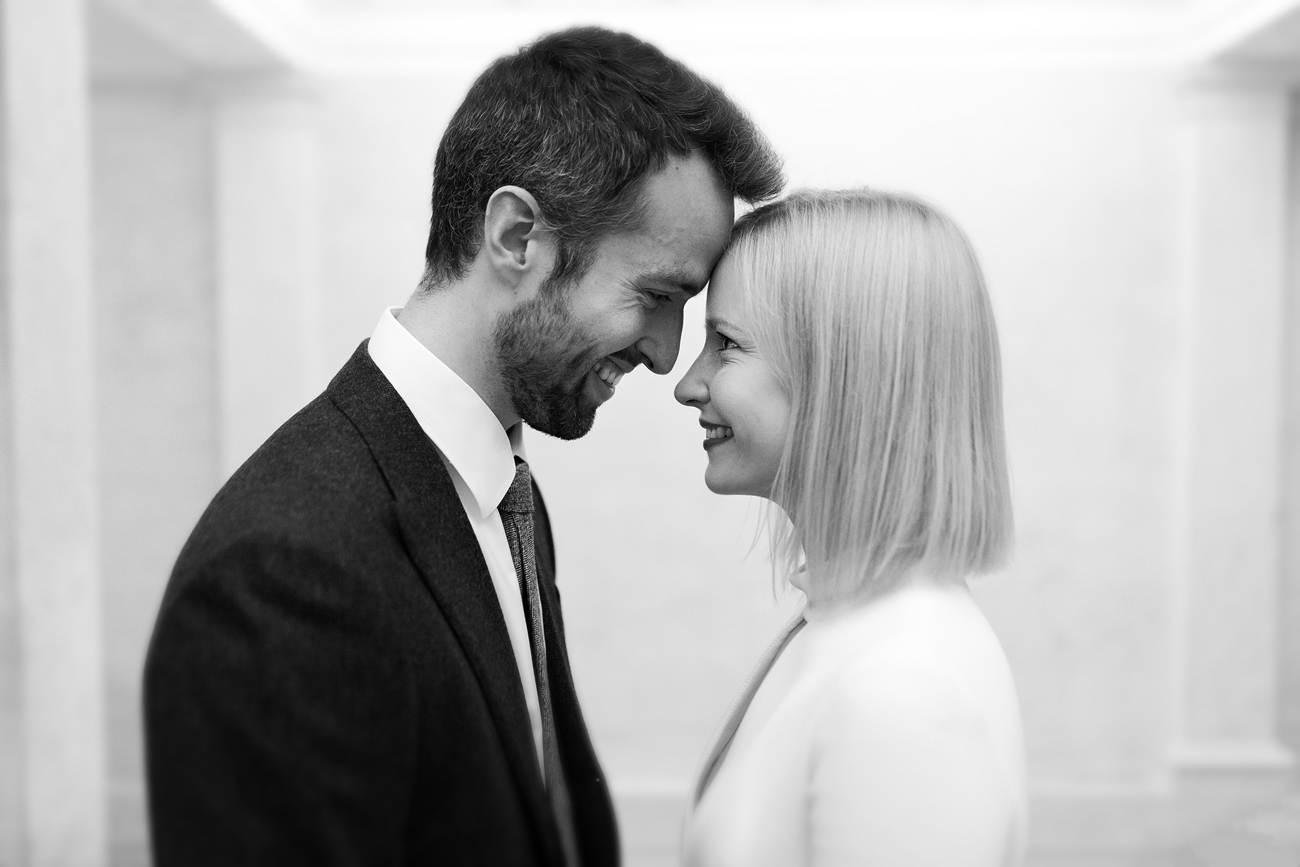 Relaxed wedding photographer in London