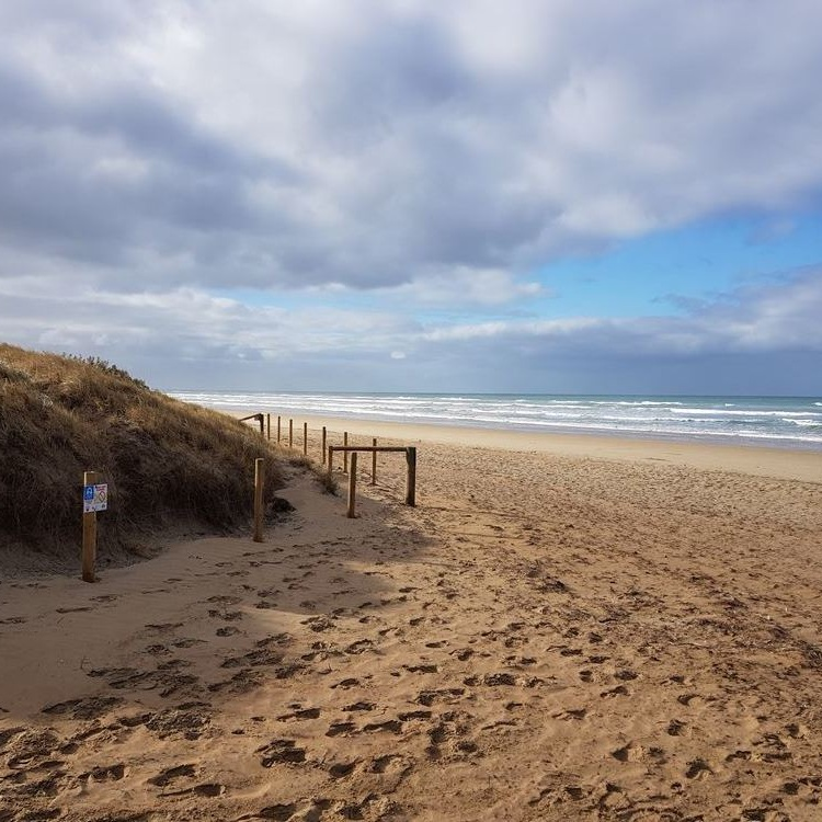 QUINTESSENTIAL BEACH LIFE - Stunning panoramic views of Goolwa's most beautiful shoreline; Goolwa Beach. This property provides a rare and legendary backdrop of the most affluent, high-end living with all the comfort of home.