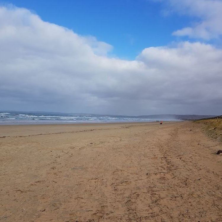 AMAZING BEACH ACCESS - With Goolwa beach just a few steps away, a boardwalk to take in the spectacular views of the full Goolwa coastline, Murray Mouth and Coorong. There is no shortage of things to see and do.