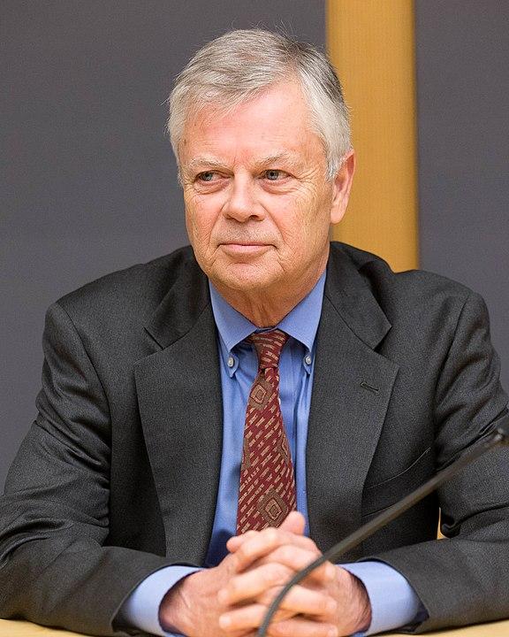 Stephen Kinzer ( Wikipedia )
