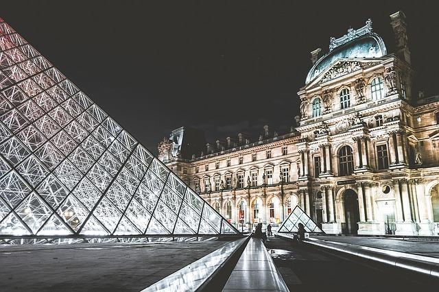 Louvre Museum ( Free-Photos )