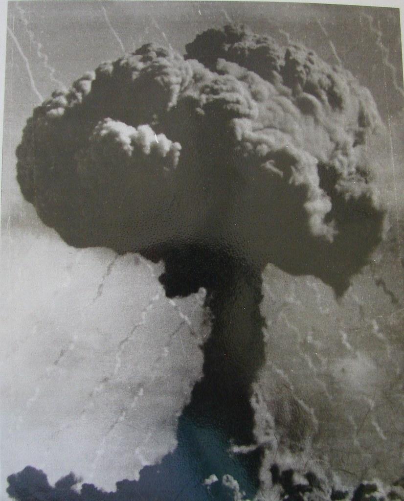 Nuclear test cloud, Maralinga 1950s ( InnoventionAustralia )