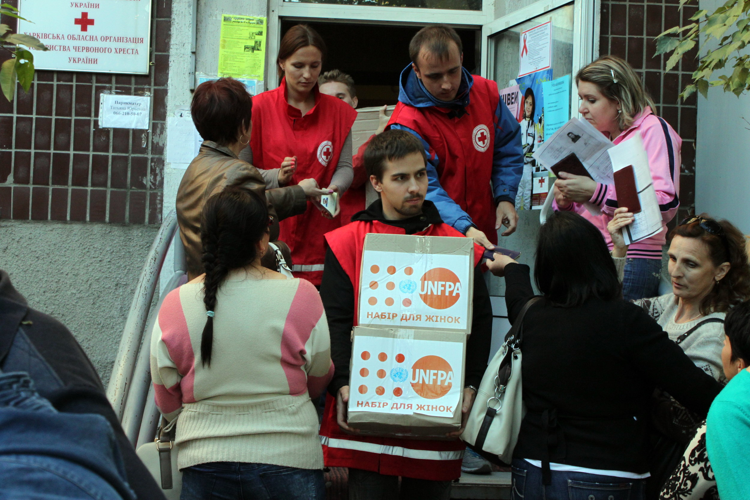 Red Cross Volunteer with UNFPA aid ( UN Ukraine )