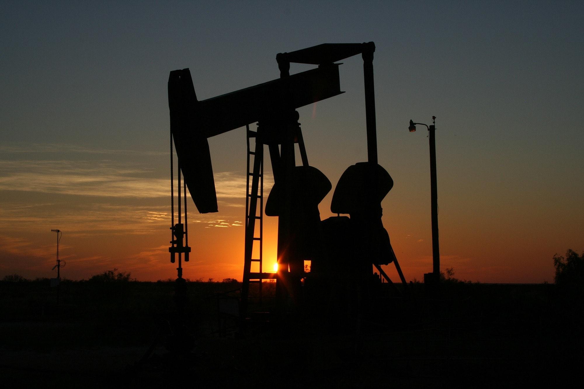 Oil Pump Machine ( pixabay )