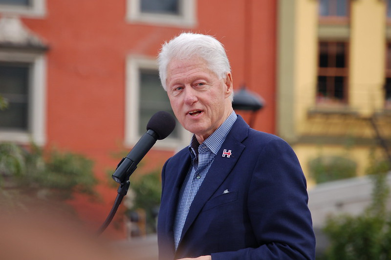 Bill Clinton ( Hayden Schiff )