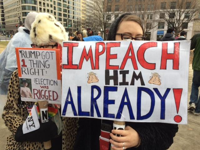 Anti-Trump protesters at McPherson Square near the White House ( voa )