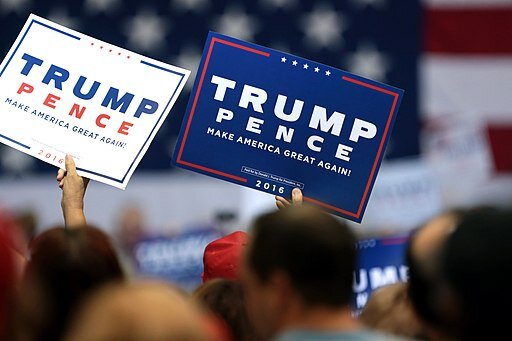 Signs in support of Donald Trump at a campaign rally ( Gage Skidmore )