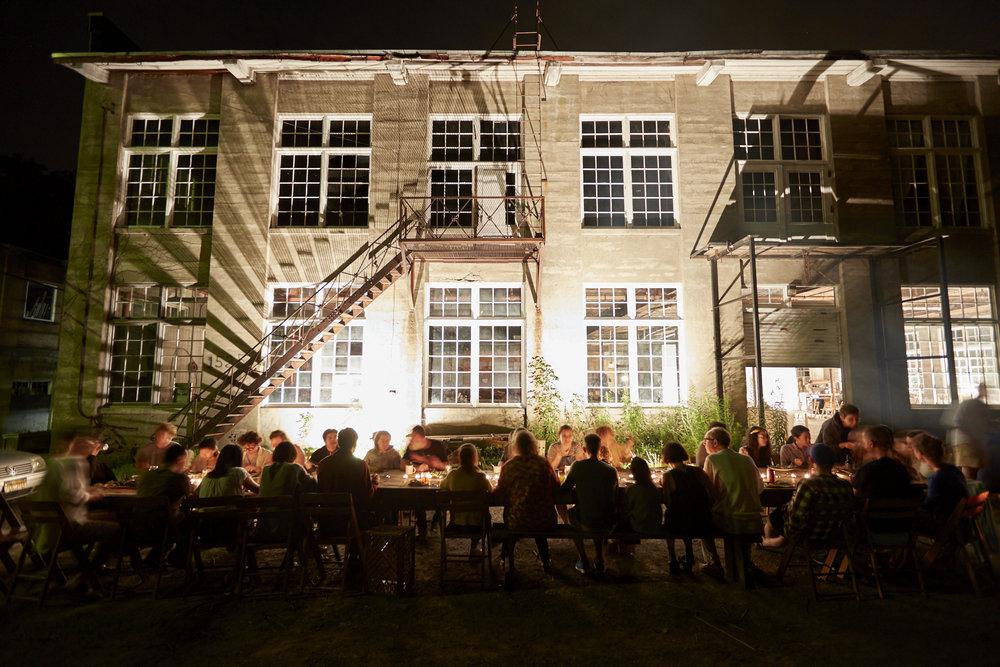 dinner_outside_2.jpg