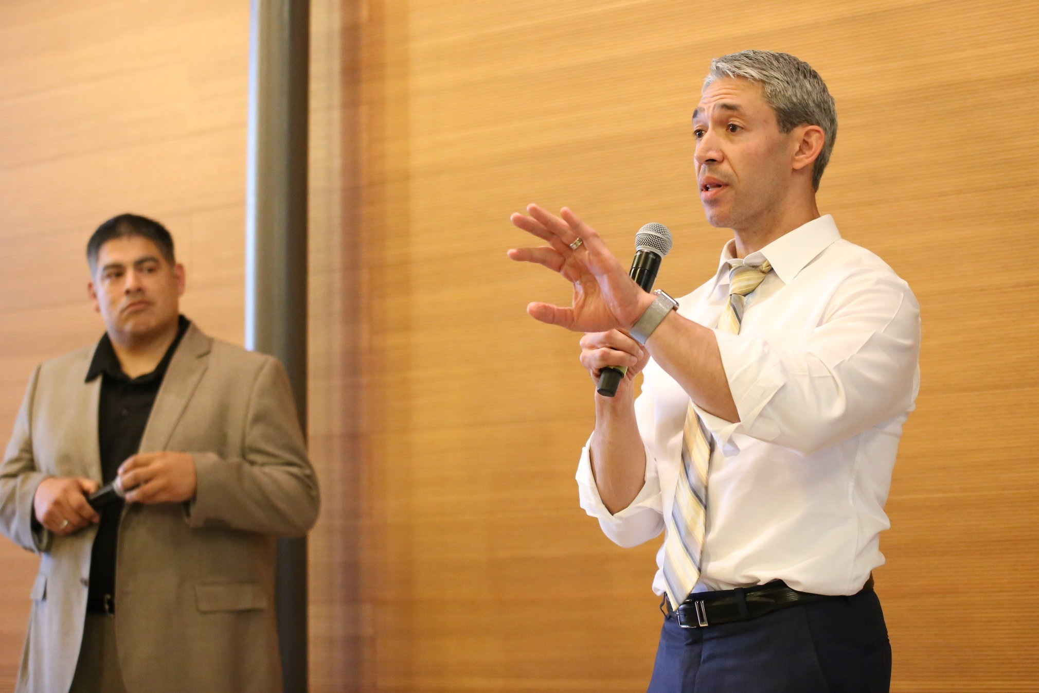 Mayor Nirenberg responds to questioning from constituents. (Photo Credit:  GA Media )