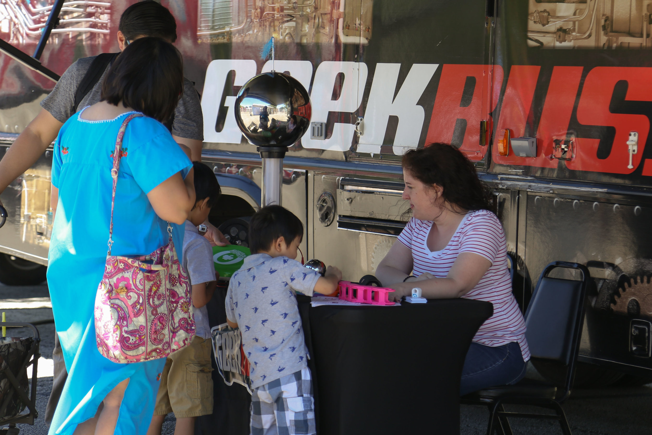 Jennifer Ireland teaches children about tech at the Geekbus. (Photo by:  Jonathan Guajardo  - Editor, SA Sentinel)