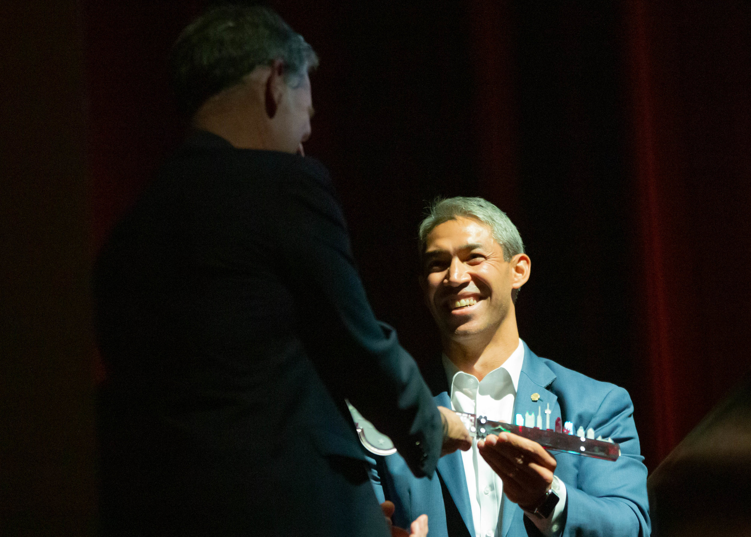 Mayor Ron Nirenberg presents the Digital Key to the City to Reed Hastings. (Photo by  GA Media Productions .)