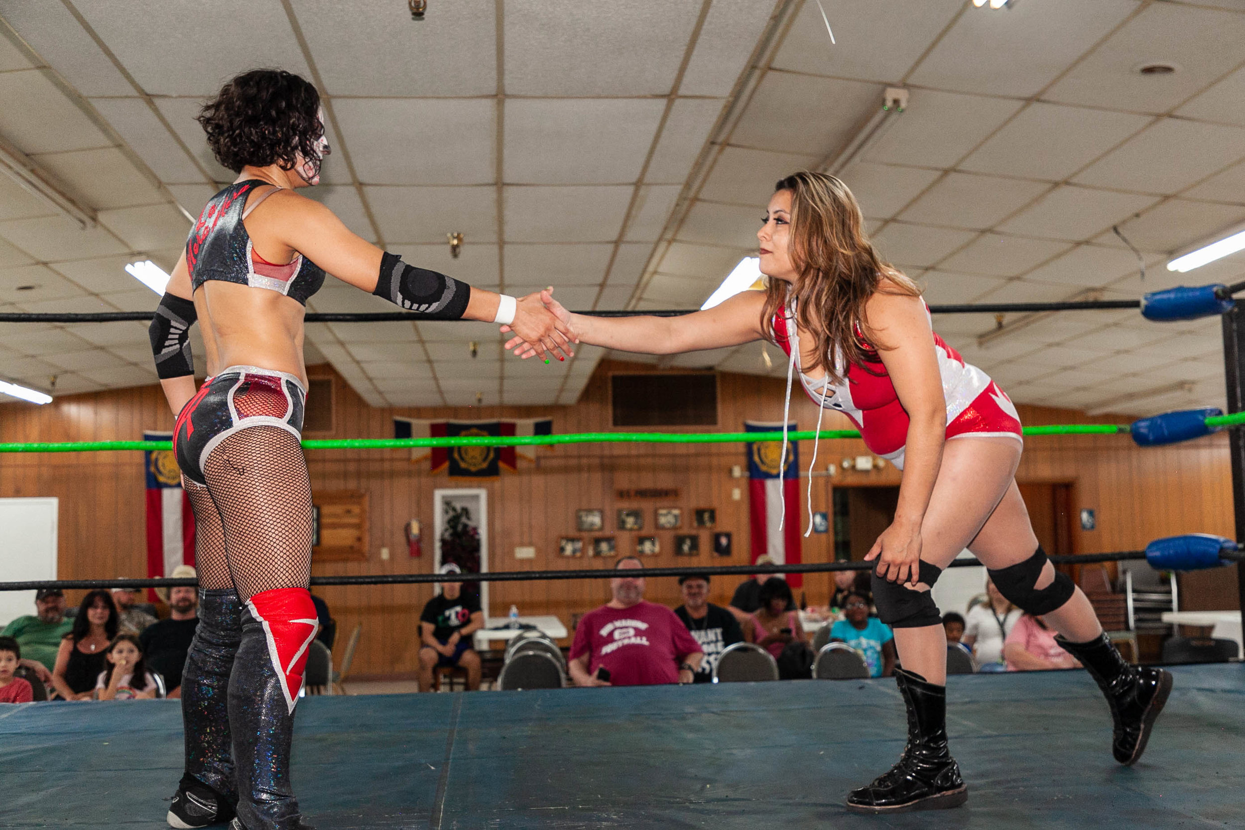Thunder Rosa (Left) shakes hands with Myka Madrid before a match. (Photo by  Luis Vazquez )