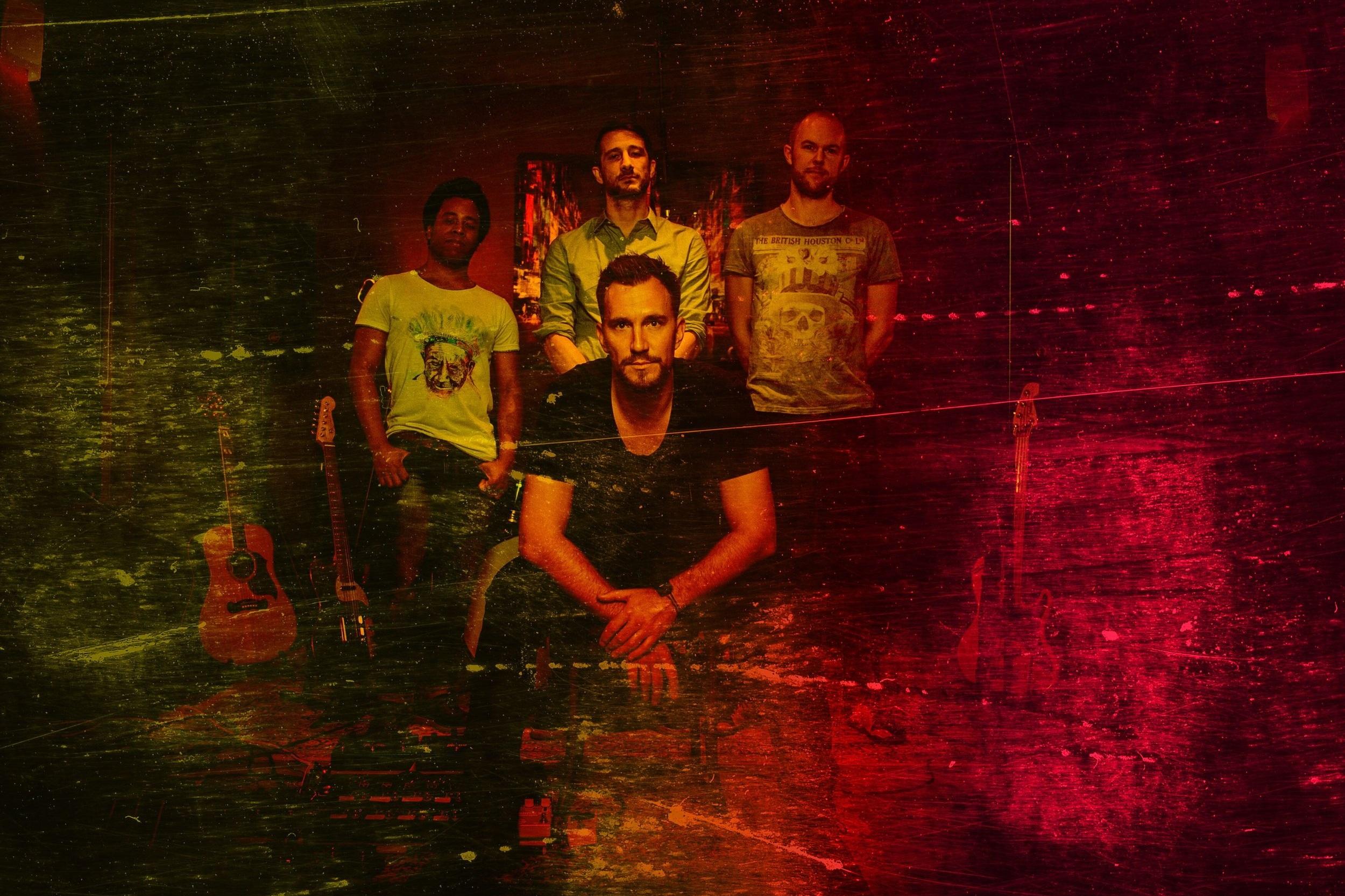 Evon Rose - Evon Rose - Singer & Guitar, Jonas Skielboe - Guitar, Byron Cortes - Bass, Peter Nadasdi - Drums