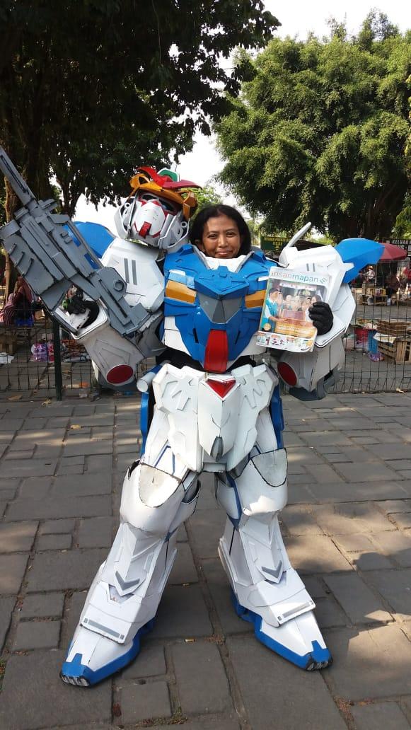 Eli_badut Borobudur.jpeg