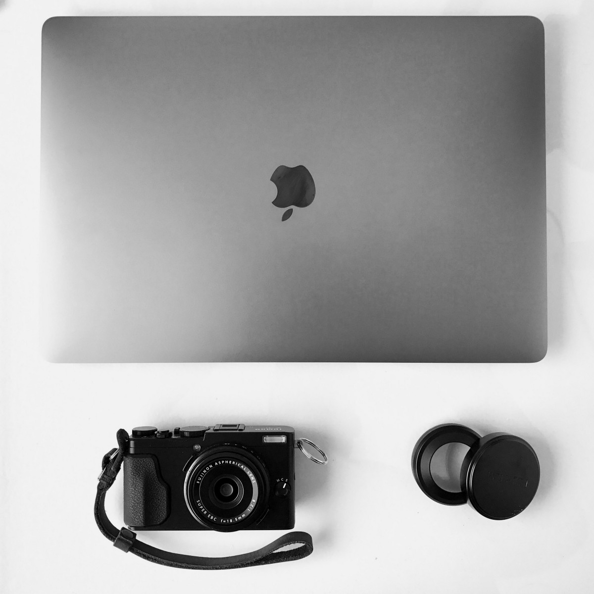 MacBook Pro and Fujifilm X70
