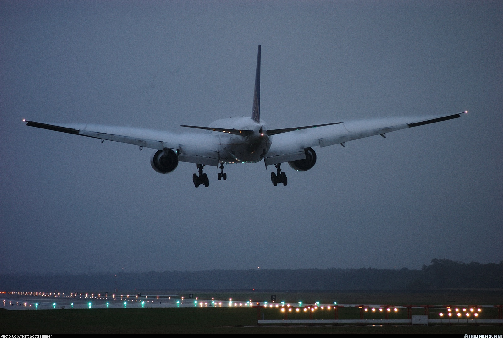 Boeing 777 Landing at IAH