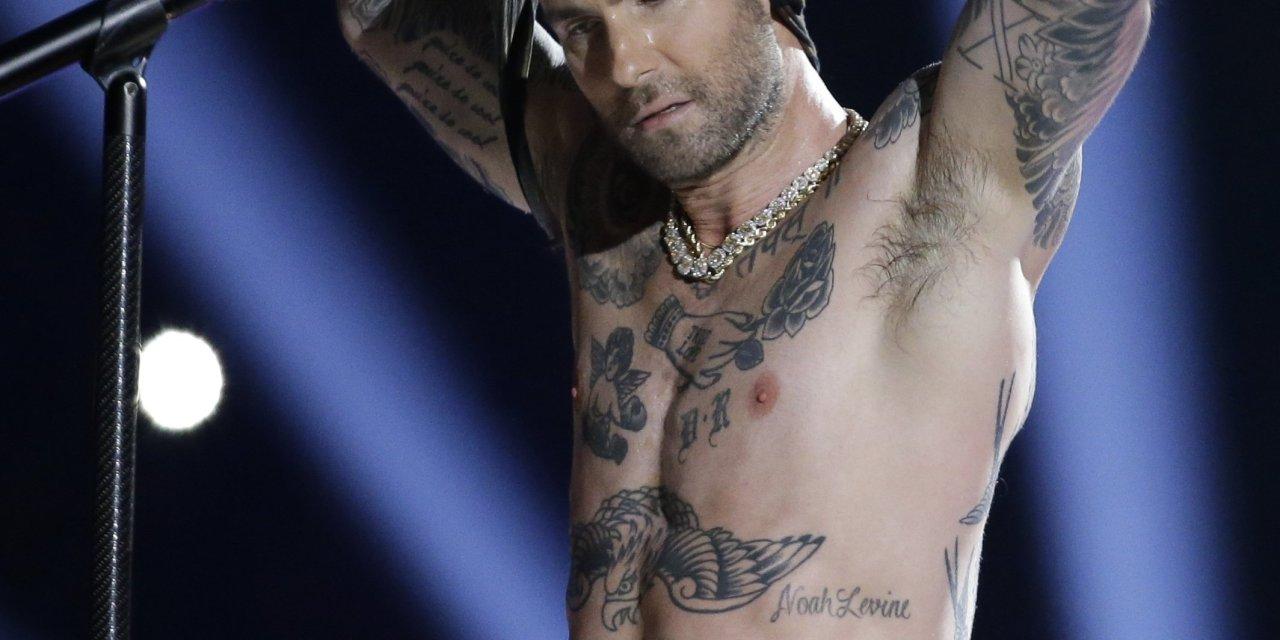 Adam-Levine-nipple.jpg