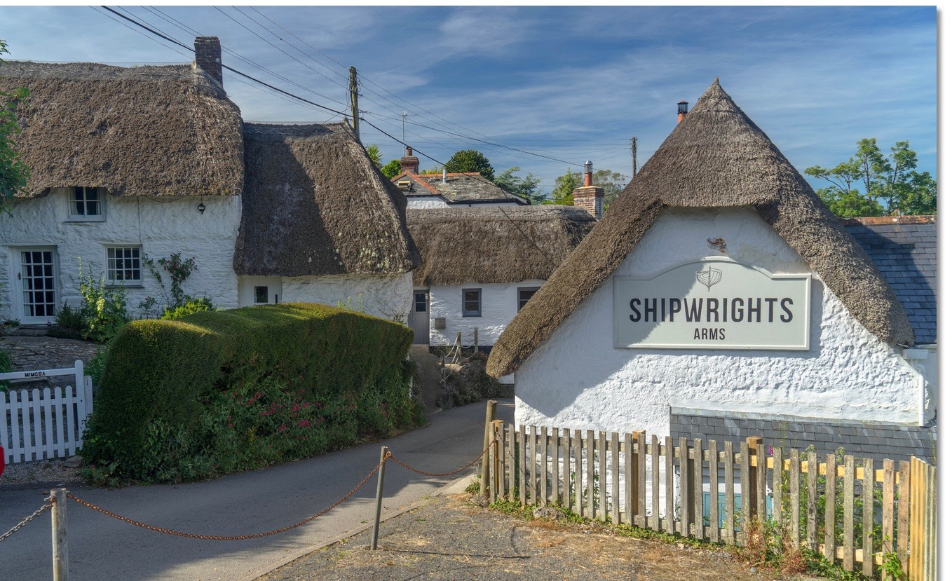 eoceanic_shipwrights_arms_nested_amongst_thatched_cottages_in_helford.jpg