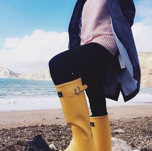 It's wellie weather ☔️💛 (also known as go for a quick walk and then find somewhere to get a cup of tea weather) • • • #deardorset #wellieweather #exploredorset #visitdorset #worbarrowbay