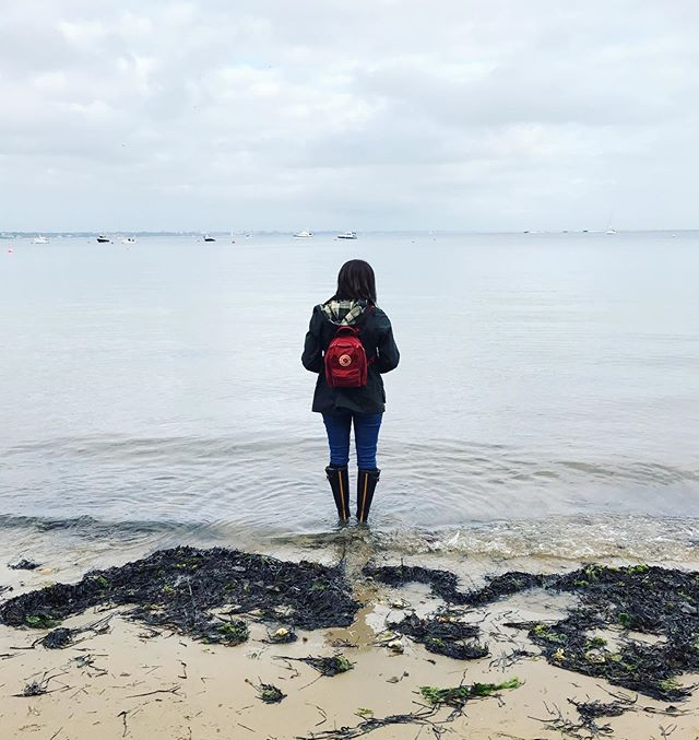 @charmackayy's trusty @kankenofficial backpack has seen us through many a trip! It's usually packed with some snacks (obvs) and a camera 📷 What can't you leave for a trip without? • • • #deardorset #exploredorset #visitdorset #jurassiccoast #dorset #kanken #fjallravenkanken