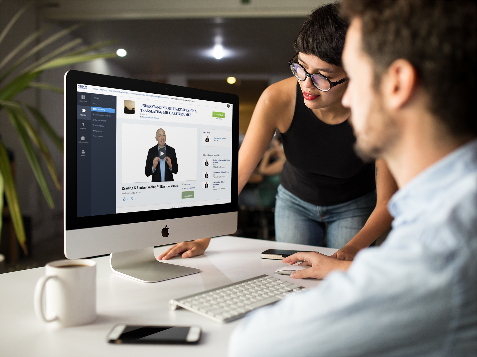 girl-showing-something-in-imac-mockup-to-coworker-a16266.jpg