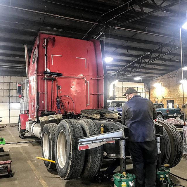 Have you checked your alignment lately? We can align anything from light duty pickups to busses and tractors. Call for pricing! . . . . . . . #alignment #wheelalignment #trucking #freightliner #freightlinerclassic #coloradotrucks #denvertrucks #repairshop #tires #mechanic #beelinealignment #fueleconomy