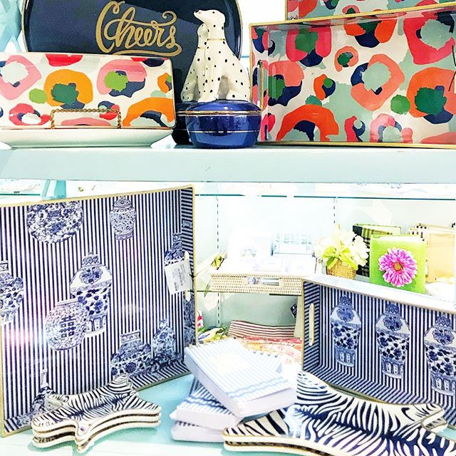 Recently popped into @thewhitneyshopct here in New Canaan and was stopped in my tracks by these gems 💙🥰 Trying to figure out a spot for them in my home because they 💯% belong here somewhere 💙 #newcanaan #newcanaanct #gingerjars #gingerjarstyle