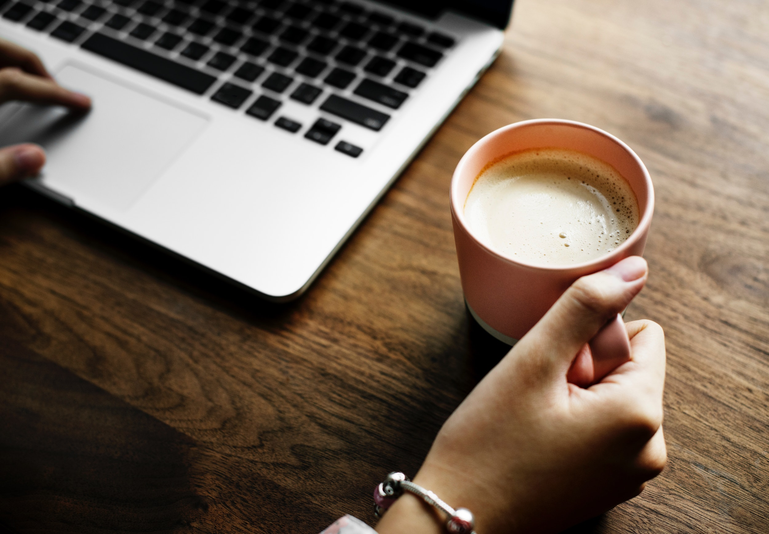 beverage-coffee-cup-984536.jpg