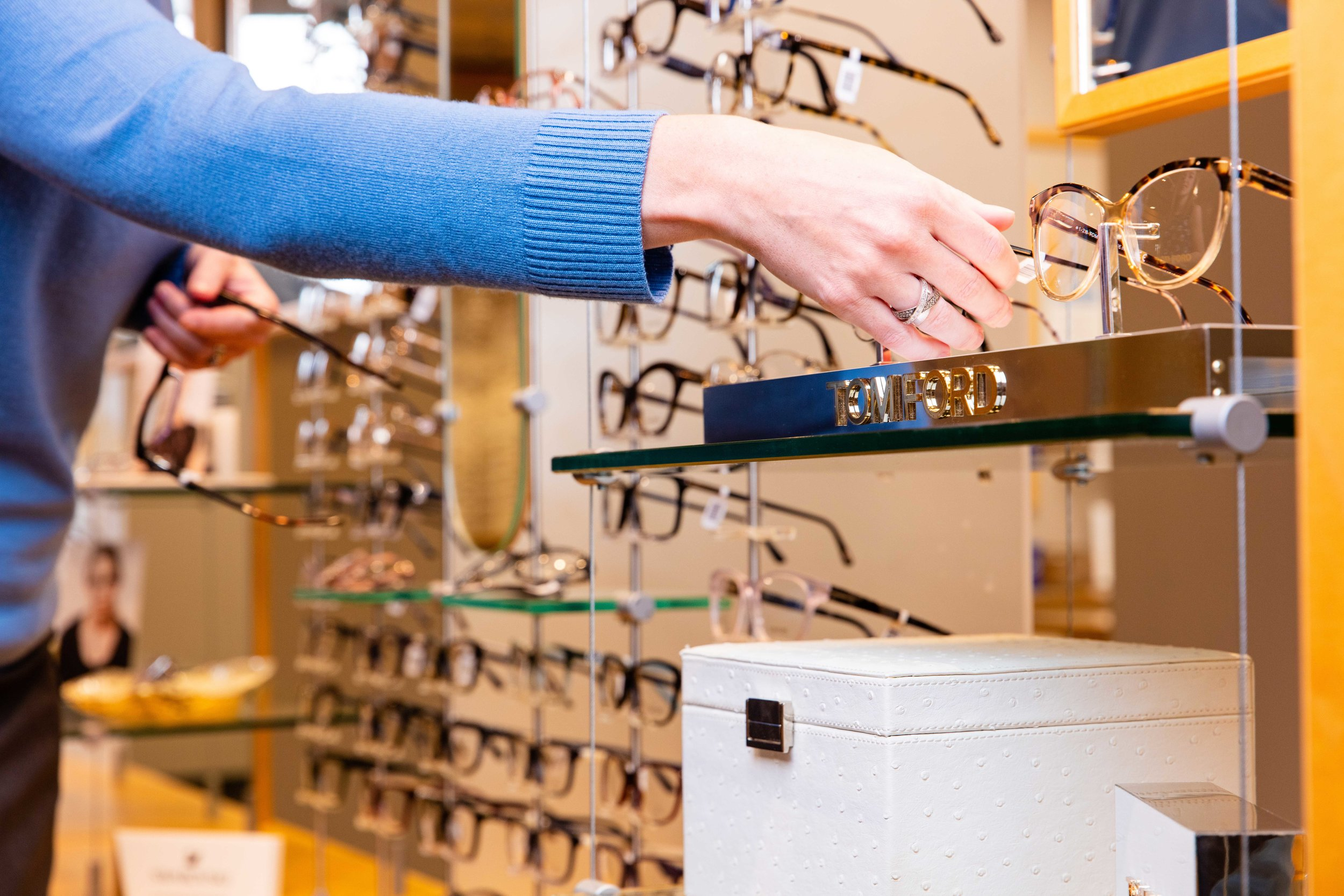 frame-selection-new-glasses-optician.jpg