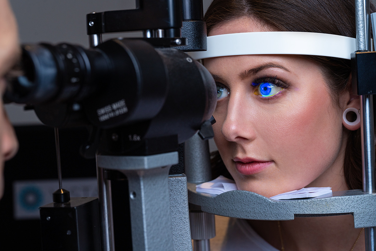 Emergency eye exam slit lamp